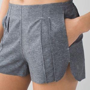 LULULEMON &go endeavor gray Shorts 6 like new